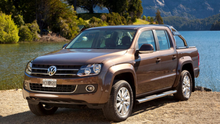 VOLKSWAGEN AMAROK - Black Leather & Alcantara